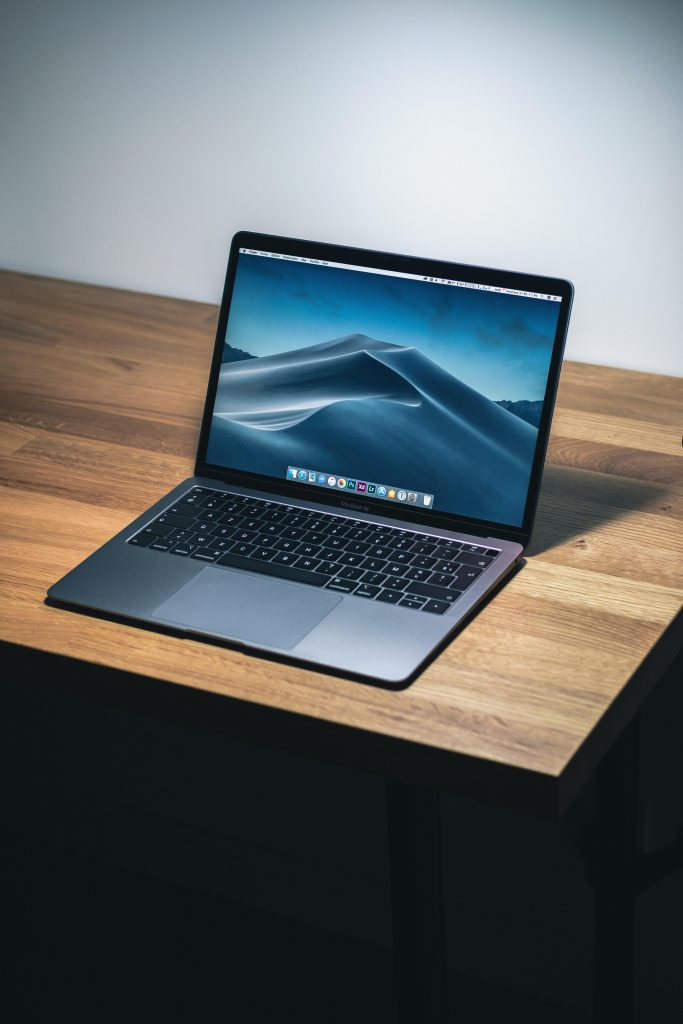 free-laptop-background-images