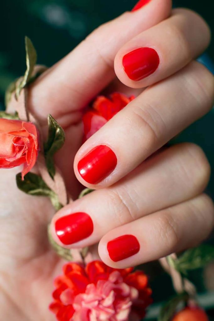 itemerie-red-nail-polish-sustainable-holiday-gift-guide
